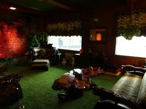 Graceland 11